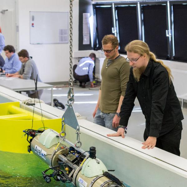 DFKI-Bremen-07_DFKI_MaritimeExplorationshalle_Test_Avalon_20140428